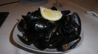 Mariscos, os frutos do mar estão por toda a parte por lá